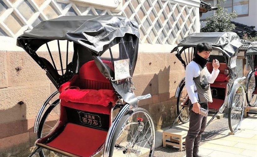 ひがし茶屋街の人力車