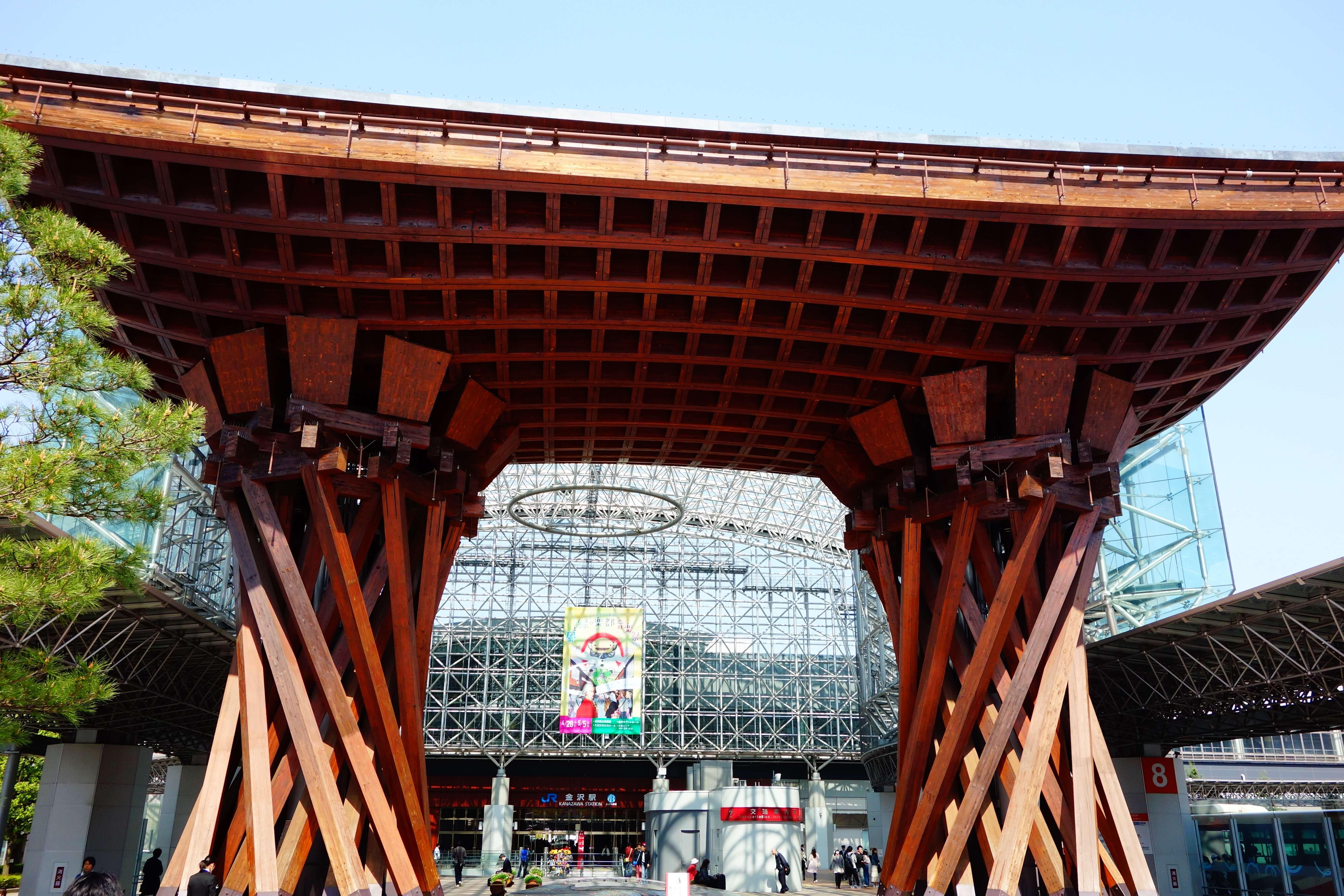 【金沢観光】新幹線から降りてすぐの観光地「金沢駅」の魅力についてご紹介!