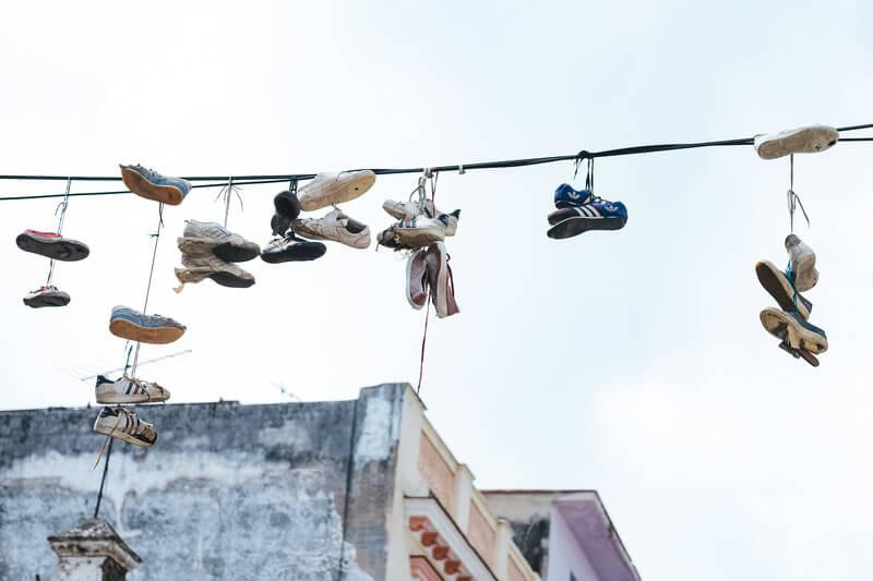 【100均アイテム】セリアで見つけたシューズハンガーで靴がよく乾く