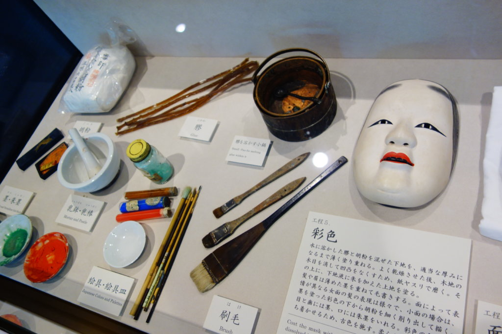 金沢能楽美術館導入展示室