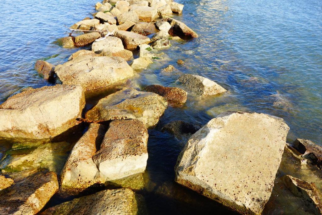 見附島 石の道