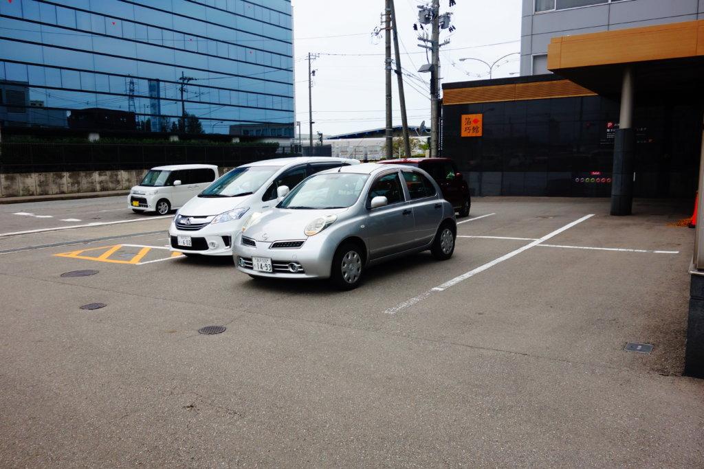 箔一 駐車場