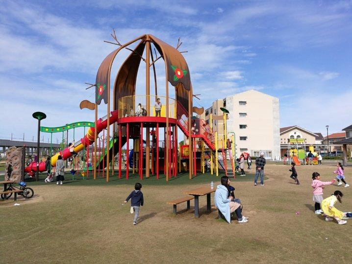 つばきの郷公園の遊具
