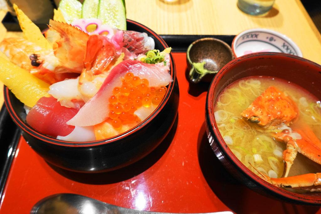 もりもり寿司の海鮮丼
