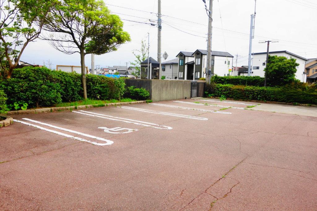 金沢市埋蔵文化財センターの駐車場