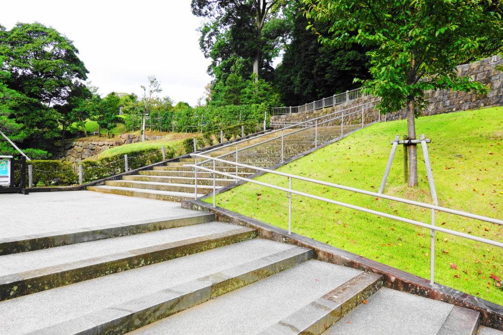 玉泉院丸庭園の階段