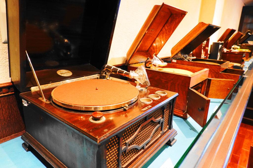 金沢蓄音器館の館内