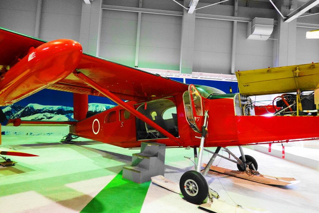 赤の飛行機